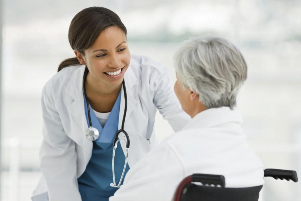 Besteed extra geld voor de ouderenzorg vooral buiten de muren van het verpleeghuis