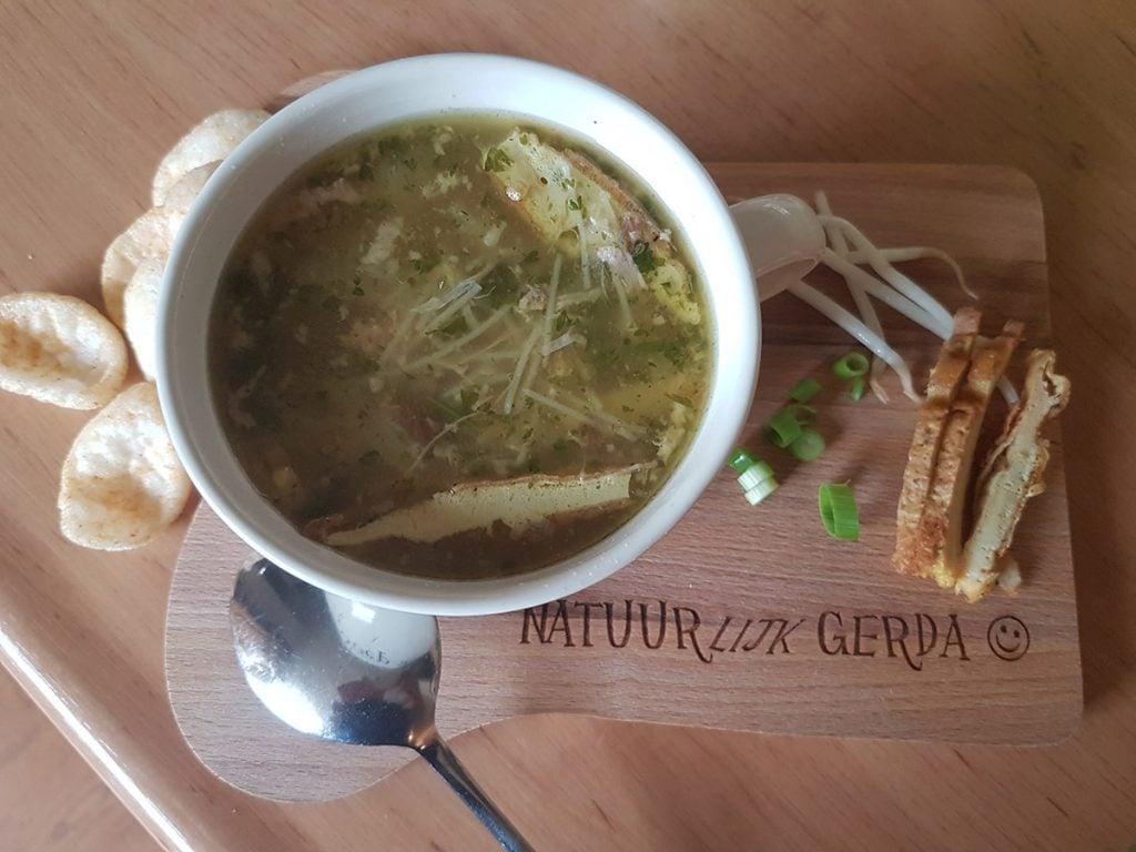 Zelfgemaakte saoto-soep