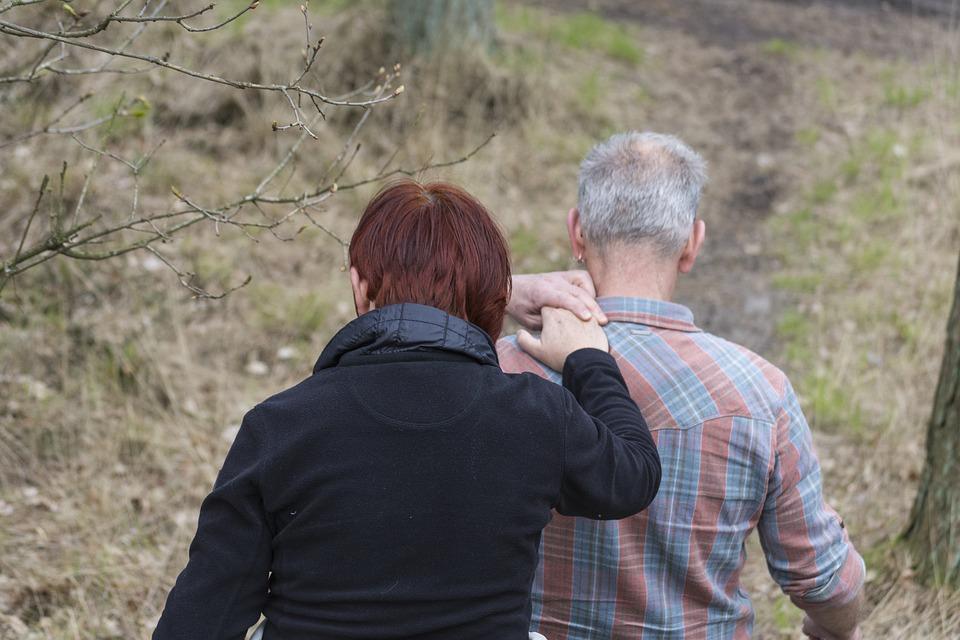 Overbelasting mantelzorgers; kun je nog wel werken als je je partner verzorgt?