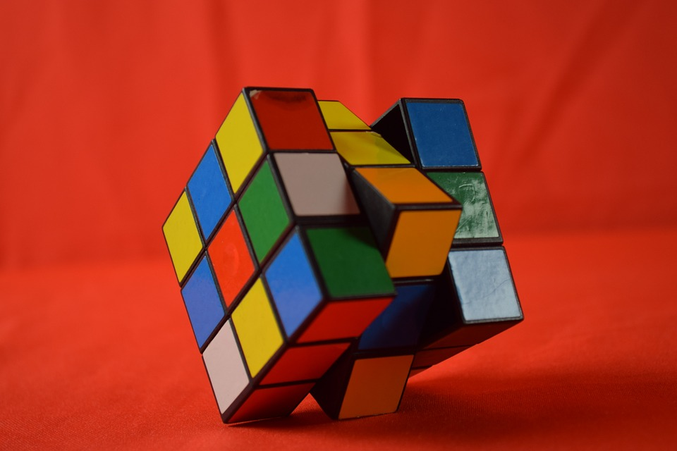 Kun je het nog: snel de Rubiks kubus oplossen?
