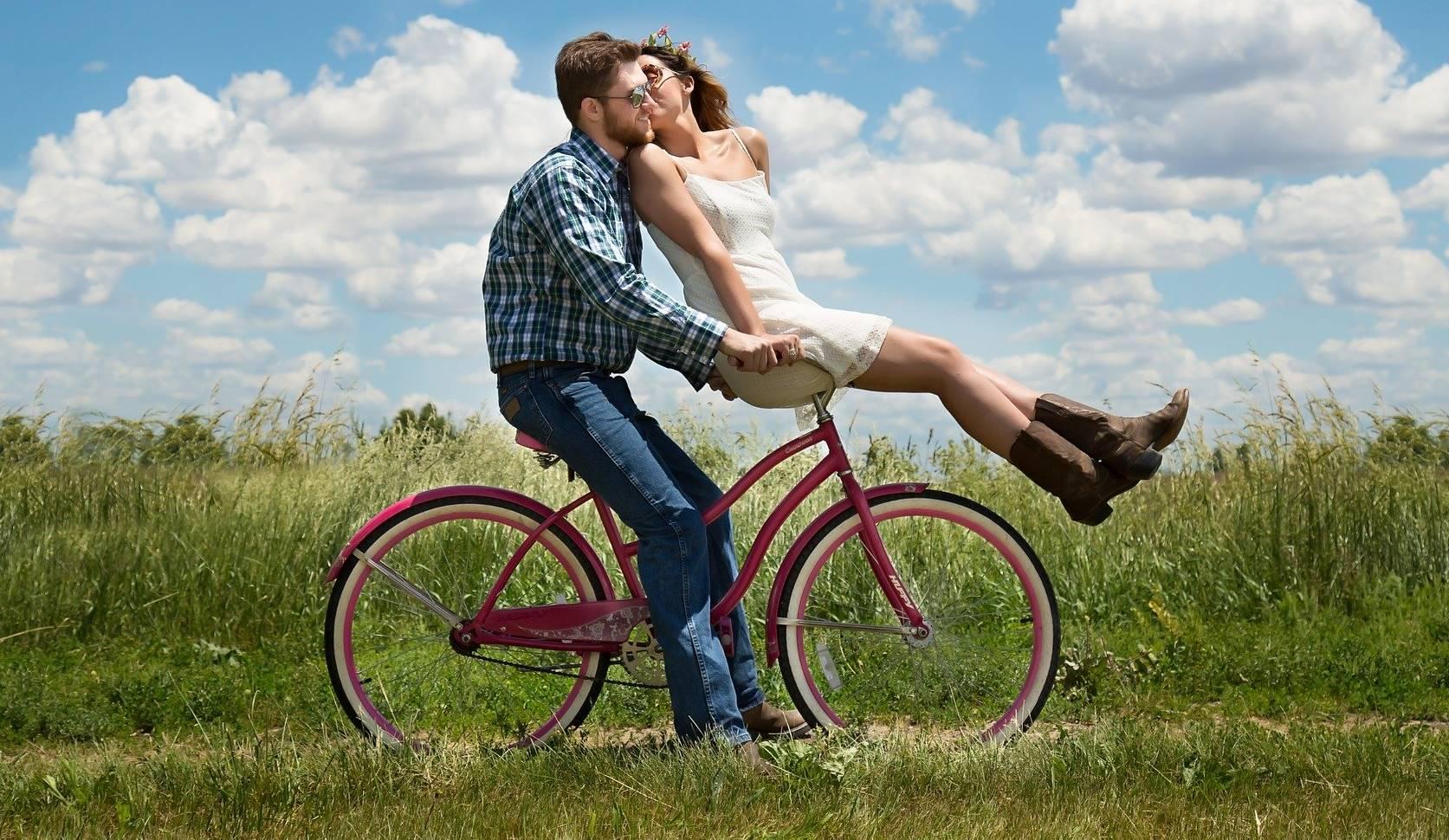Is de passie in jouw relatie verdwenen? Annelies weet wat te doen: Ga fietsen!