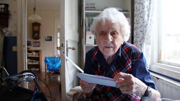 104-jarige krijgt brief van gemeente: je mag naar de kleuterschool!