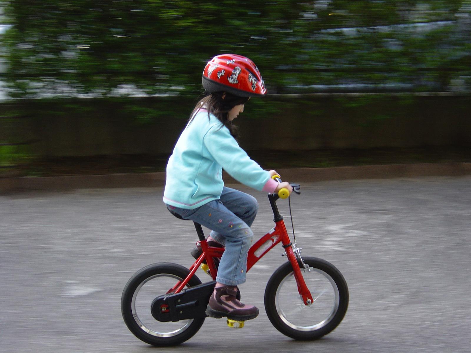 Kinderen in Frankrijk zonder helm op fiets: 135 euro boete