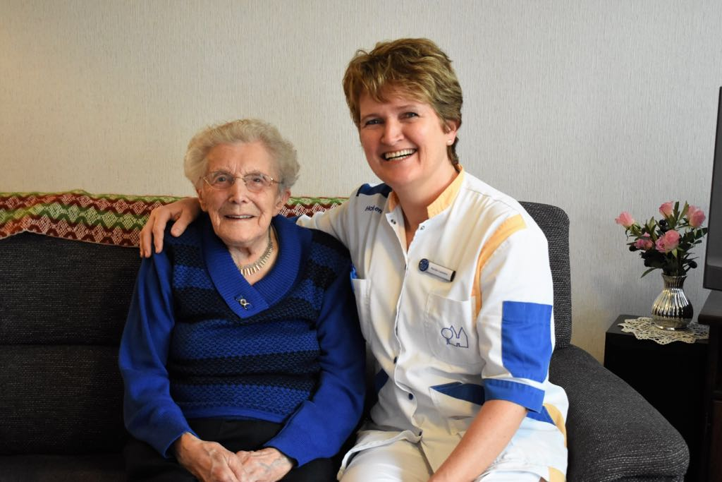 Mevrouw Mink viert voor 103de keer haar verjaardag