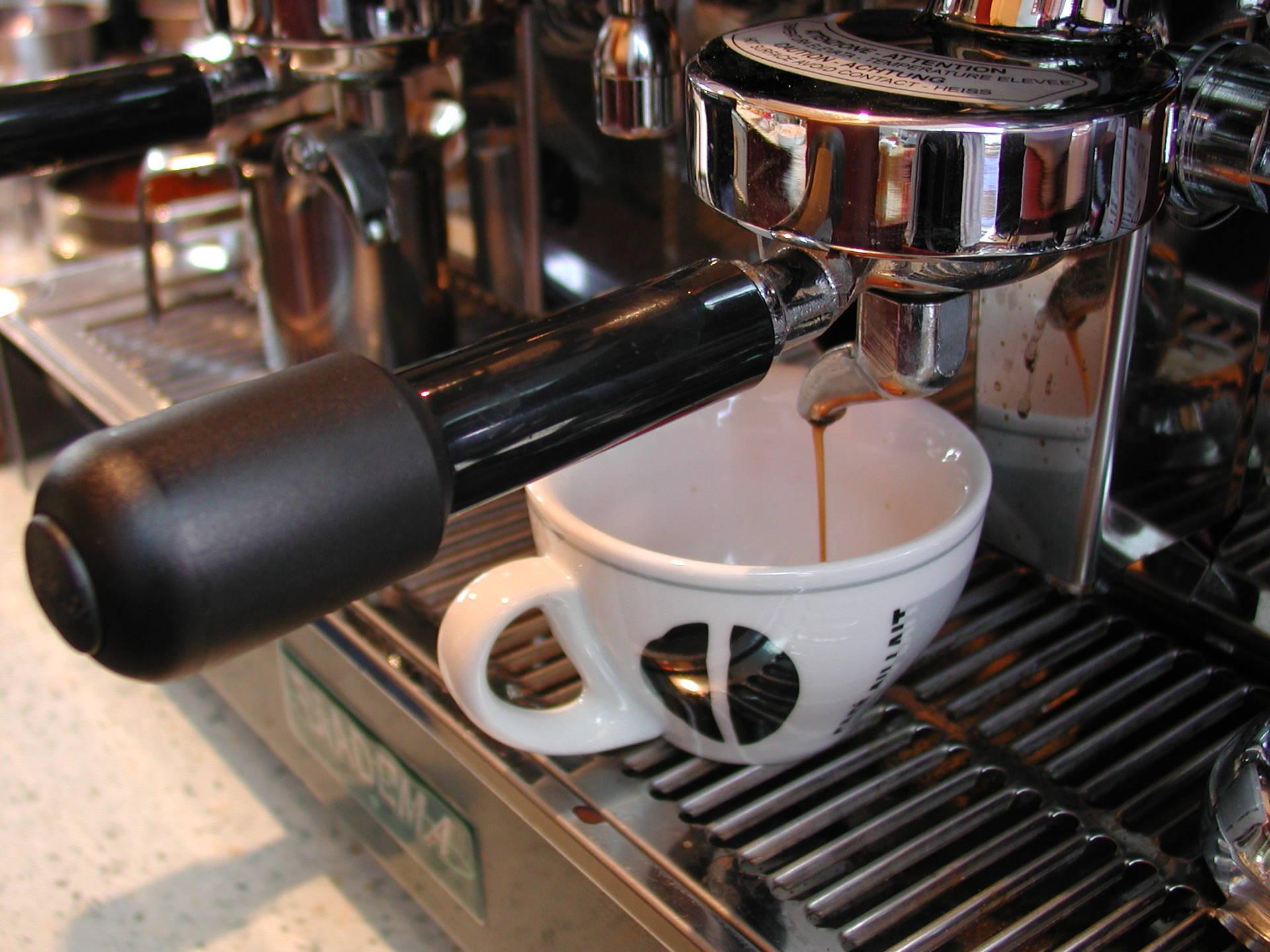 Waarom krijg je hoofdpijn als je een keer geen koffie drinkt?