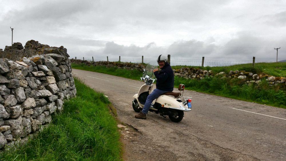 Martin op de scooter