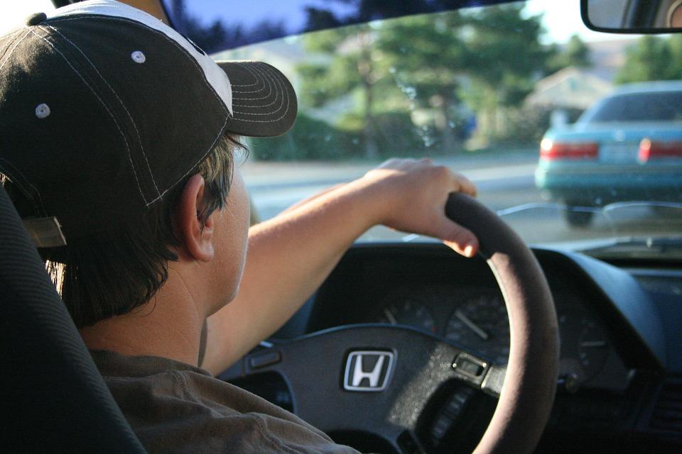 Telefoon bedienen via houder op het dashboard, veilig of niet?