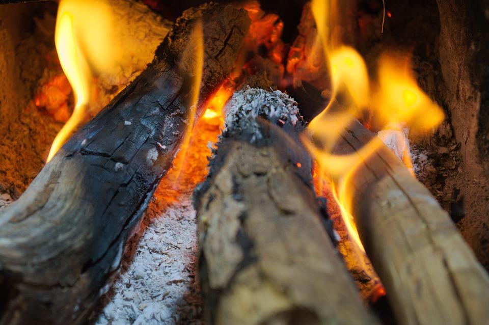 6 tips om de houtkachel goed te laten branden, want vaak doen we maar wat