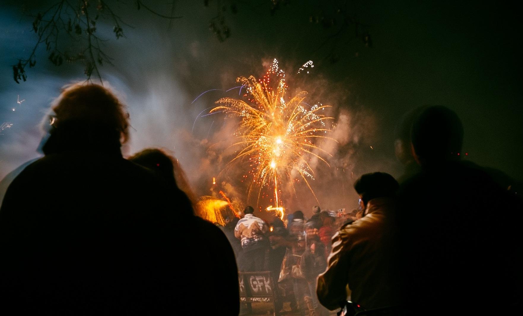Driekwart van Nederlandse jeugd vindt dat vuurwerkbril verplicht moet worden