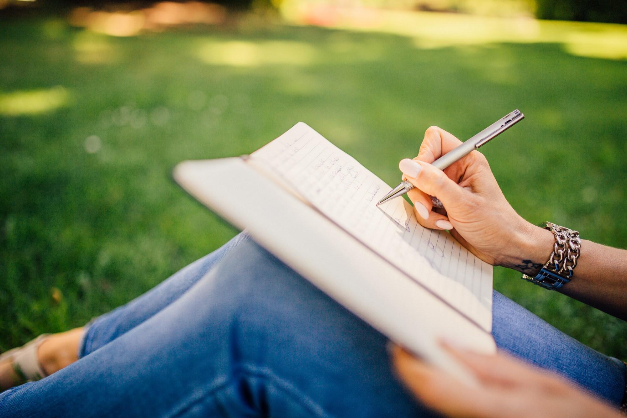 Kabinet gaat mensen helpen die niet goed kunnen lezen en schrijven