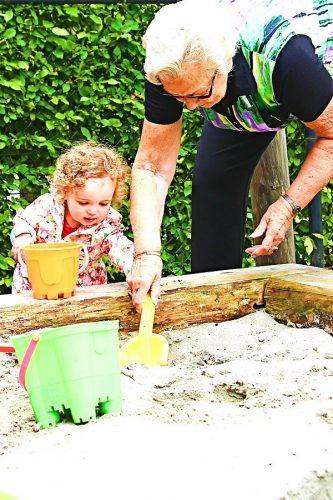 spelen in zandbak