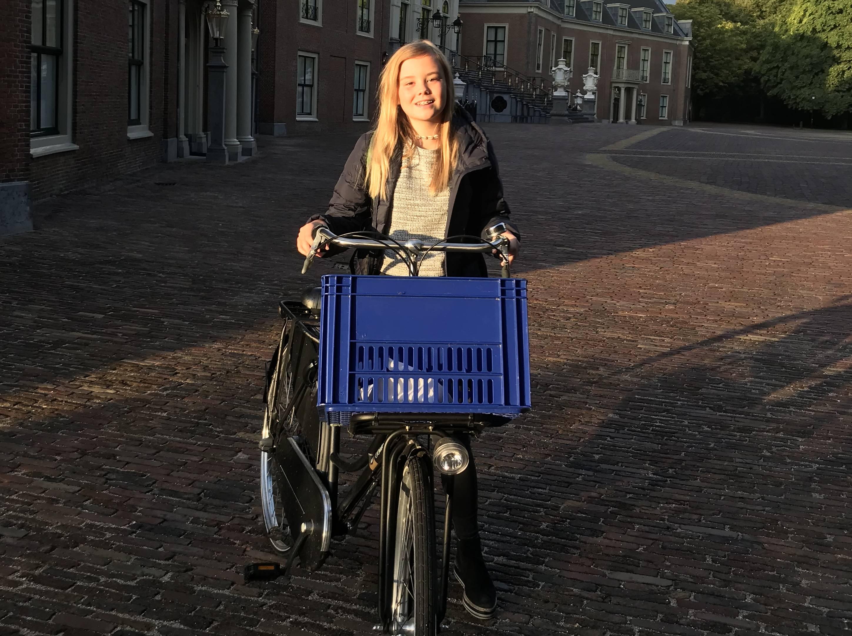 Prinses Ariane fietst voor eerste keer naar brugklas