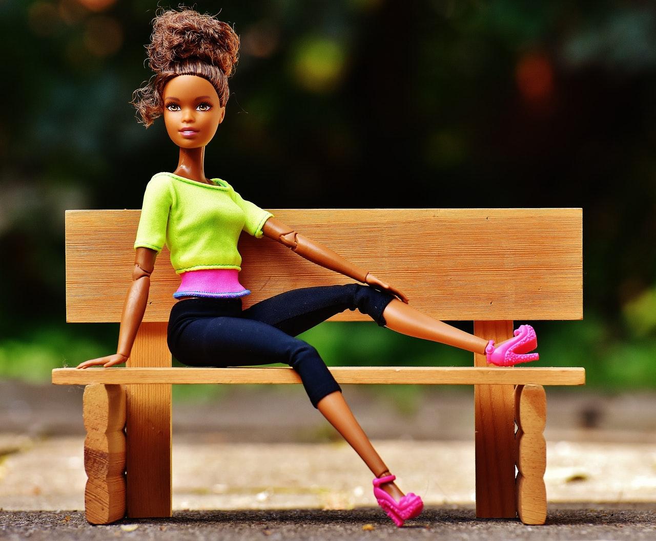 Barbie bestaat 60 jaar. Zij blijft jong, wij worden oud.