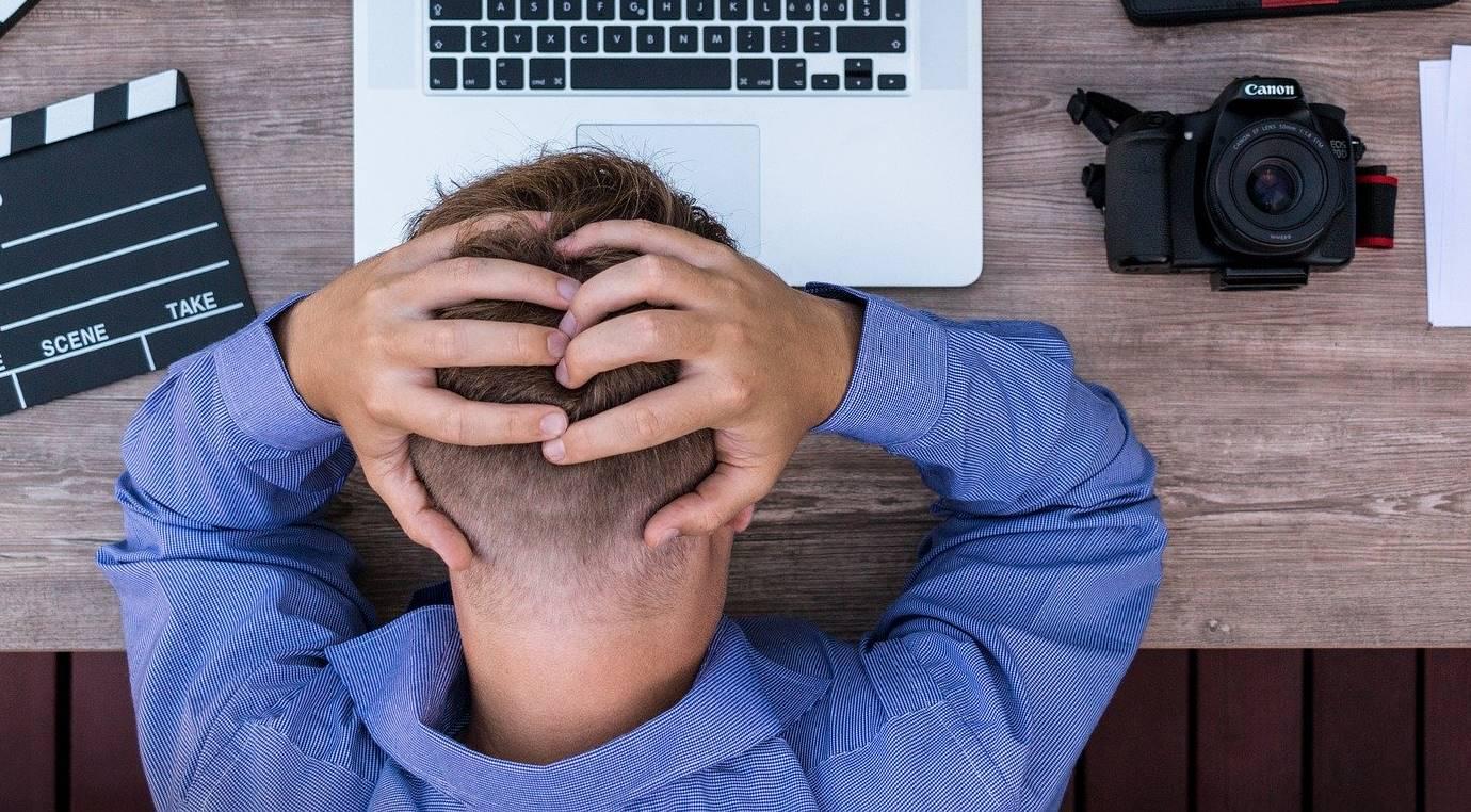 Evert meldt zich ziek op het werk, omdat hij wordt gepest