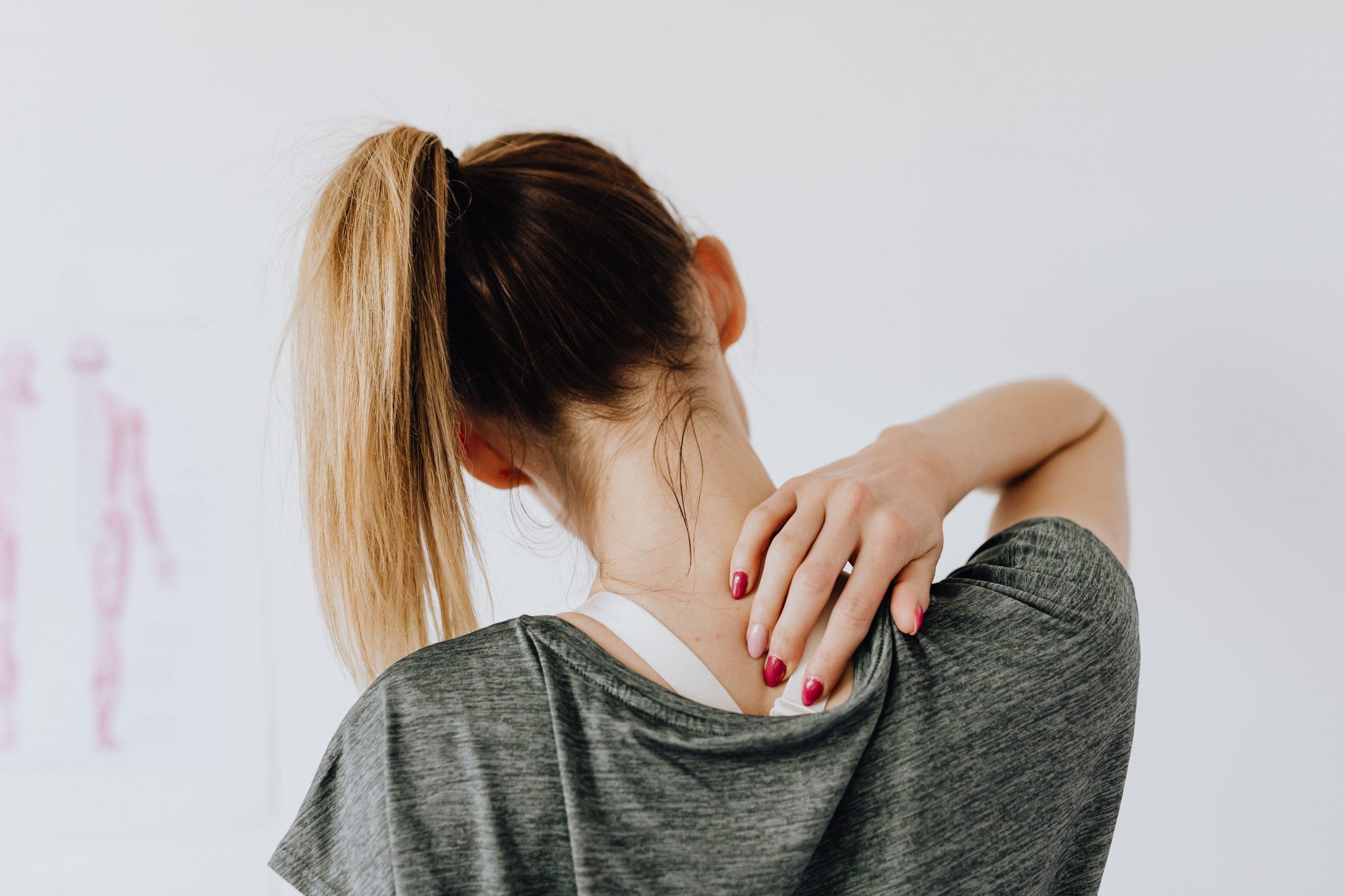 Chiropractoren slaan alarm: explosieve stijging nek- en rugklachten